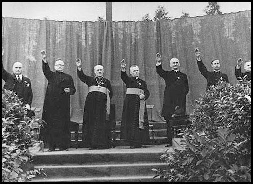 Les Prêtres Catholiques saluent Hitler