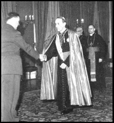 L'Archevêque Catholique Stepinac avec le Nazi Ante Pavelic, chef d'Ustashi, en Croatie